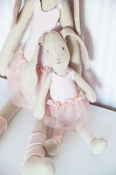 Ballerina Maileg from the Easter Bunny Maileg Bunny, Doll Toys, Dolls, Deco Kids, Lego 4, Fabric Toys, Tiny Treasures, Baby Kind, Handmade Toys