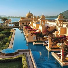 "Tag friends that would love to visit the Oberoi Udaivilas in Udaipur, India. ━━━━━━━━━━ We will be featuring the country if India for the entire week. Please tag your best pictures taken in #India with #luxwt or #luxuryworldtraveler for a chance to be featured. ━━━━━━━━━ ""Dream  Big, Eat Well & Travel On!"" ━━━━━━━━━"