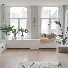 Modern Window Seat, Modern Windows, Living Room Inspiration, Interior Inspiration, Interior Styling, Interior Design, Bookshelf Design, Radiator Cover, Decoration