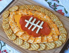 13 football-shaped foods for the Super Bowl Munchdown! 13 football-shaped foods for the Super Bowl Game Day Snacks, Snacks Für Party, Game Day Food, Party Appetizers, Appetizers Superbowl, Appetizer Recipes, Snack Recipes, Party Trays, Cheese Appetizers