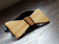 DIY Wooden Bow tie, learn how to make one, a short tutorial on the blog! This is a wood bowtie made of Primavera & cherry -Nate