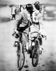 Romantic #cyclists, 1938                                                #vintagebikes #vintagecycling