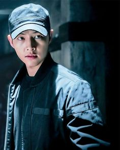 Descendants of the Sun - Song Joong Ki as Yoo Shi Jin Drama Korea, Korean Drama, Asian Actors, Korean Actors, Song Joong Ki Cute, Soon Joong Ki, Decendants Of The Sun, Sun Song, Moorim School