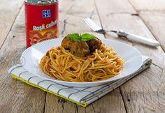 Spaghete cu chiftelute si sos de rosii - reteta video Pasta, Ethnic Recipes, Mai, Food Ideas, Pasta Recipes, Pasta Dishes