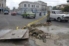 Como establece la ley, las obras deben ser señalizadas  adecuadamente, no con montones de tierra y escombros  (Crédito: RANDY RODRÍGUEZ PAGÉS)