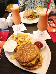 Leckere Burger gibt es auch im GZeiten in Bramfeld!