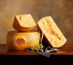 Grana Padano: Best cheese, better than Parmigiana Reggiano My Favorite Food, Favorite Recipes, Food Bulletin Boards, Queso Cheese, Gourmet Cheese, Italian Cheese, Food Places, Artisan Bread, I Love Food