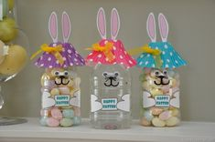 Recycle water bottles into super cute bunnies filled with Easter candies. (From Happy Clippings)