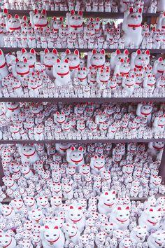 豪徳寺(招き猫)Gohtoku-ji(Maneki-neko)・・welcomimg cats