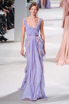 Inspiração para um casamento em lilás. #casamento #inspiracao #lilas #vestido #convidadas #madrinhas #ElieSaab