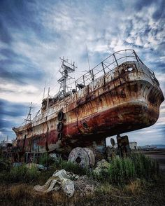 Abandoned boat...I swear they used this same boat in Fallout 4