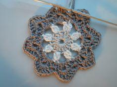 Zoals beloofd hieronder het patroon van de gehaakte bloem van zaterdag. Die bloem is gehaakt met wol. Het bloemetje wat hieronder op de foto...