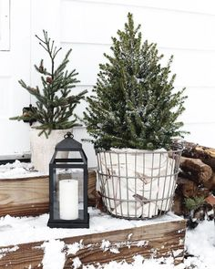 35 Stunning Diy Outdoor Decoration Ideas For Christmas That Looks Cool Diy Christmas Decorations For Home, Christmas Porch, Farmhouse Christmas Decor, Christmas Tree Themes, Rustic Christmas, Christmas Ideas, Christmas Vacation, Christmas Staircase, Scandinavian Christmas Decorations