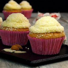 Raffaello-Cupcakes Source by chefkochde Related posts: Raffaello-Cupcakes mit weißer Schokolade und Topping Raffaello-Cupcakes (Kokos-Mandel-Cupcakes) Raffaello-Cupcakes (Kokos-Mandel-Cupcakes) Raffaello Buttercreme Cupcakes Easy Chocolate Chip Cookies, Chocolate Cookie Recipes, Easy Cookie Recipes, Easy Desserts, Cake Recipes, Dessert Recipes, Healthy Chocolate, Raffaello Muffins, Raffaello Cupcakes
