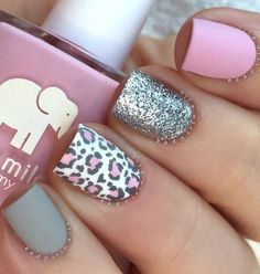 Cute looking leopard nail art design in pink and blue gray. This is a wonderful design for short nails as they can look cute and clean at the same time. The silver glitter polish also helps make the design more eye catching.