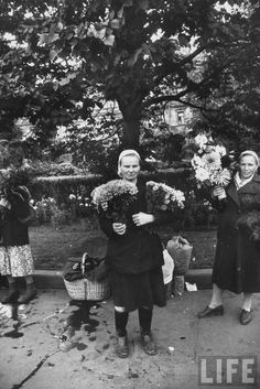 Flower women Moscow By Lisa Larsen 1956