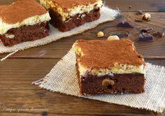 Lasciatevi conquistare dalla golosità dei brownies tiramisù, quadrotti ricchi di cioccolato e nocciole guarniti con l'irresistibile crema al mascarpone!