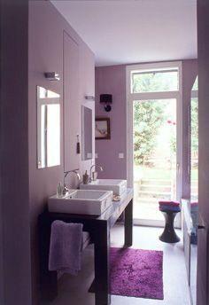 Peinture salle de bain et baignoire couleur violet
