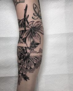 "2,427 curtidas, 20 comentários - Kyle Stacher (stä-kər) (@thiefhands) no Instagram: ""This piece is inspired by my cat. Nestled softly among the branches 