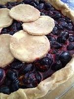 Juiceberry Pie - tips for baking pie with juicy fruits Pie Recipes, Sweet Recipes, Cooking Recipes, No Cook Desserts, Cookie Desserts, Saskatoon Berry Recipe, Berry Pie, Juicy Fruit, No Bake Pies