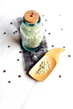 Fleur de sel au matcha et au yuzu ... Matcha, Bons Plans, Homemade, Cooking, Sauces, Gift, Preserves, Butter, Gourmet Gifts