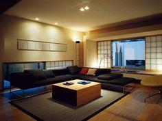 古きよき日本を感じさせる和風と、現代的なスタイル。真逆に思われる2つのテイストをセンスよく織り交ぜることは難しいですが、そうしてできた空間が持つ独特の雰囲気はたいへん魅力的です。 落ち着いていながら刺激的で飽きのきにくい「和風×モダン」の味を、家に取り入れてはみませんか? 参考になるコーディネートを7つご紹介します。