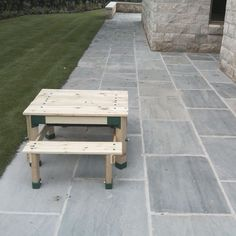 Single size paving slab in 450 x at a thickness of Natural Paving s riven natural sandstone has the beauty of real stone to add timeless Pool Paving, Driveway Paving, Garden Paving, Paving Stones, Garden Path, Walkway, Indoor Plant Wall, Indoor Plants, Limestone Patio