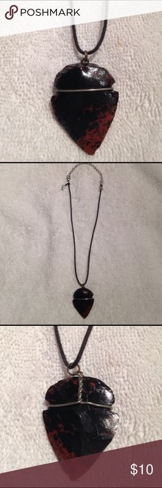 STONE ARROW HEAD ADJUSTABLE NECKLACE Pre-owned adjustable brown/black stone arrow head necklace. Handmade. Jewelry Necklaces