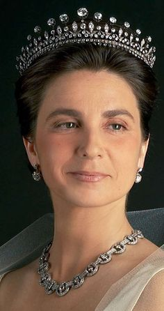 Dona Isabel, the Duchess of Braganza wearing the Dom Luís diadem.