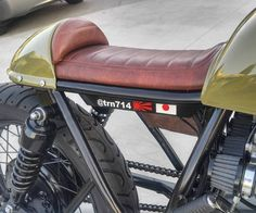I fully am keen on everything that they designed on this personalized Cafe Racer Parts, Cafe Racer Seat, Suzuki Cafe Racer, Triumph Cafe Racer, Motorcycle Seats, Motorcycle Types, Cafe Racer Motorcycle, Bike Seat, Honda Bikes