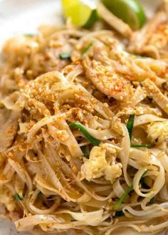 This vegan pad Thai recipe is healthy and easy to make! You'll love this noodle dish with tofu, peanuts and the most delicious pad Thai sauce! Recipetin Eats, Lunch Snacks, Asian Cooking, Asian Recipes, Pad Thai Recipes, Best Pad Thai Recipe, Thai Chicken Recipes, Easy Recipes, Food Dinners