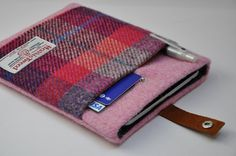 Check out our tablet & e-reader cases selection for the very best in unique or custom, handmade pieces from our shops. Diy Bag With Zipper, Harris Tweed Fabric, Bag Pattern Free, Plaid Fabric, Laptop Bag, Ipad Mini, Couture, Nexus 10, Recycled Clothing