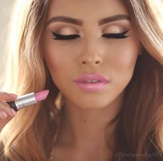 Cute pink and nude make up