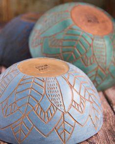 Most current Pics pottery art bowl Tips Pottery Bowls, Ceramic Pottery, Pottery Art, Slab Pottery, Thrown Pottery, Pottery Painting Designs, Pottery Designs, Ceramic Clay, Ceramic Painting