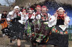 Slavic Rituals: During śmigus-dyngus ladies are poured with water, photo: Marian Zubrzycki Dyngus Day, Polish People, English Magazine, Polish Easter, Water Fight, Polish Folk Art, Polish Recipes, Polish Food, Easter Traditions