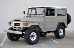 Likely my all time favorite Just a plain beige late Toyota Land Cruiser on factory rims with oversized tires. Very close to original Toyota 4x4, Toyota Trucks, Vw Bus, Toyota Land Cruiser, Carros Toyota, Classic Trucks, Classic Cars, Automobile, Off Road Adventure