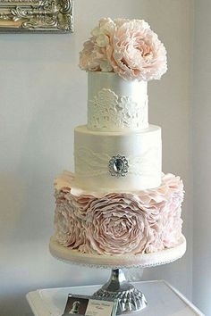 rose lace cake http://www.wholesalesugarflowers.com/3-succulent-flower-medium-white-9-per-box/