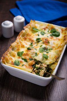 """Alain Ducasse : """"Attention de ne pas trop cuire ces lasagnes ! Le saumon doit être «à point» pour rester moelleux. Surveillez… Taco Lasagne, Chefs, Food Porn, Pot Pasta, Tasty, Yummy Food, What To Cook, Fish And Seafood, Love Food"""