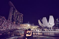 Scenic Marina Bay Sands pre-wedding photoshoot. #marinabaysands #singapore #wedding Photo credit to : Rock Paper Scissors