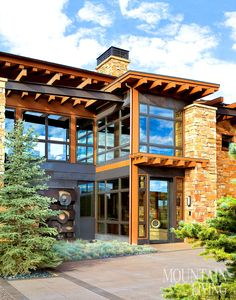 Contemporary single family residence located in Aspen, Colorado, designed by KH Webb. Modern Mountain Home, Mountain Living, Mountain Homes, Entrada Frontal, Modern Design Pictures, Aspen House, Rustic Contemporary, Modern Barn, Interior Design Photos