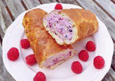 Low Carb Rezepte: Protein-Biskuitrolle mit Beeren