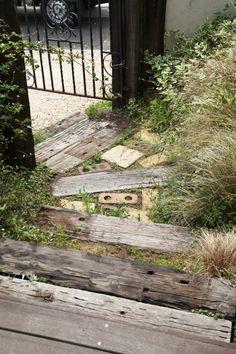 枕木ステップ / レンガ / ナチュラルガーデン / ガーデンデザイン / 外構 Garden Design / Wooden steps / Brick