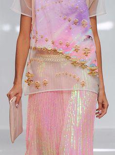 Shades of Pink Ana Rosa Look Fashion, Fashion Details, Runway Fashion, High Fashion, Fashion Show, Fashion Design, Paris Fashion, Fashion Art, Costume Meduse
