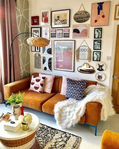If you're looking for the best Retro Home Decor to make your living room into the perfect little cottage we'll … Home Living Room, Living Room Decor, Bedroom Decor, Retro Living Rooms, Cozy Eclectic Living Room, Decor Room, Apartment Living, Apartment Therapy, Decoration Inspiration
