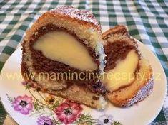 Bábovka s pudinkem2 hrnky polohrubé mouky, 1 prášek do pečiva, 1 hrnek moučkového cukru, 2 vejce, 1 hrnek mléka, 0,5 hrnku oleje, 1 lžíce tmavého kakaového prášku náplň: 1 sáček vanilkového pudinkového prášku, 300 ml mléka, 3 lžíce cukru Baking Recipes, Dessert Recipes, Bunt Cakes, Czech Recipes, Sweets Cake, Healthy Diet Recipes, Pavlova, Sweet Tooth, Deserts