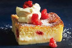 Lemon and raspberry magic cake Abracadabra! Transform this simple batter into a sensational cake with three amazing layers - a fudgy base, custard filling and sponge-cake top. Lemon Dessert Recipes, Lemon Recipes, No Bake Desserts, Baking Recipes, Magic Cake Recipes, Oreo Desserts, Plated Desserts, Cupcakes, Cupcake Cakes