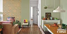 O estilo clássico que a moradora queria e as soluções surpreendentes fazem o charme da sala | <i>Crédito: LUIS GOMES