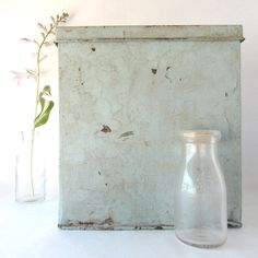 Antique Biscuit Tin / Bakery Box / Iten Omaha / Canco / Hinged Lid / Primitive Farmhouse / Blue