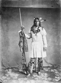 Little Crow(Ka-ka-kel ), a chief of the Mdewakanton Sioux Vannerson, Julian, b. 1827 He lead his people in the Great Sioux Uprising in Minnesota 1862 Native American Photos, Native American Tribes, Native American History, American Indians, Native Americans, American Art, American Quotes, American Symbols, African Americans