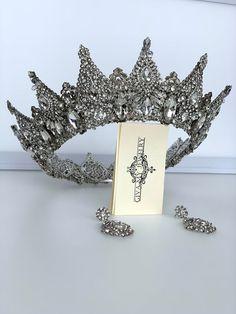 Handmade Crown Tiara Body Jewelry ❤Giva My Jewerly❤ by GivaMyJewerly Silver Wedding Crowns, Silver Tiara, Rhinestone Wedding, Wedding Earrings, Bride Tiara, Crystal Crown, Bridal Crown, Queen, Tiaras And Crowns